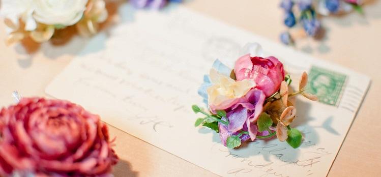 メールとお花の画像です。